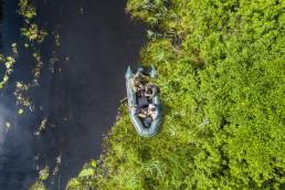 Markus Dietz (Institut für Tierökologie und Naturbildung), Olaf Simon (Institut für Tierökologie und Naturbildung), and Daniel Rosengren (FZS photographer) on a rubber boat on the Stokhid River in the Pripiat-Stokhid National Park in the Polesie area, Ukraine. Photo taken with a drone. © Daniel Rosengren